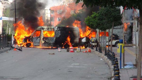 Van'da göstericilerden 77'si tutuklandı