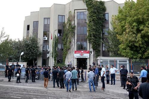 Diyarbakır'da TRT binasını işgal girişimi