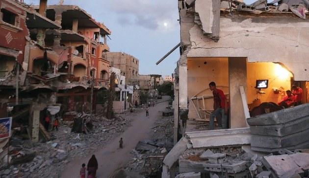 Gazzeliler, şehrin imarı için gösteri yaptı