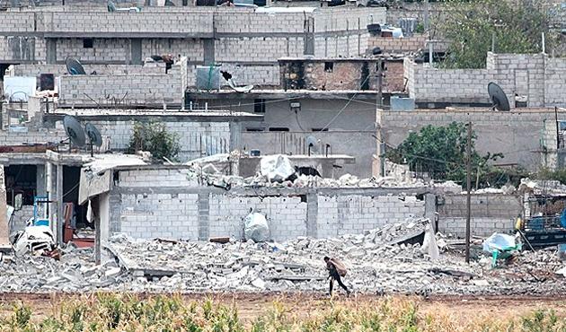 Doğusu harabeye dönen Kobani'de savaş sürüyor