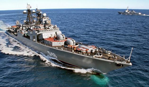 Rus askeri gemileri Bakü limanında