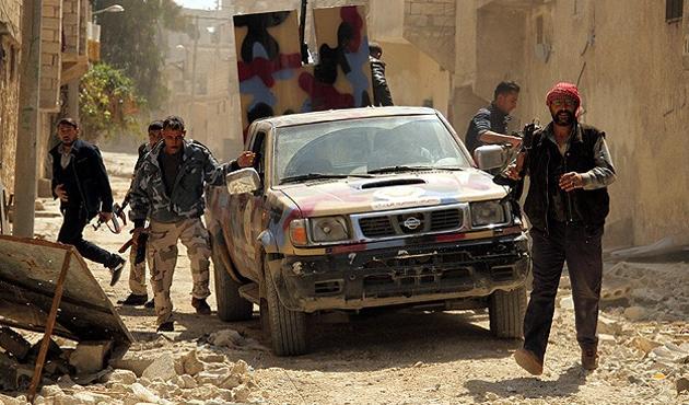 Nusra ve ÖSO ortak operasyonla İdlib'e girdi