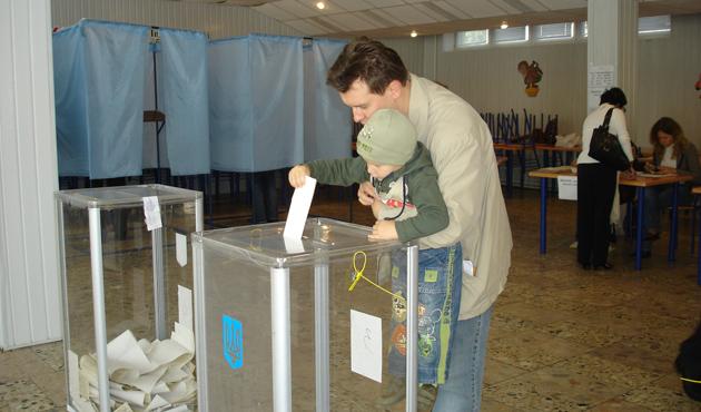 Ukrayna'da seçim sonuçları başabaş