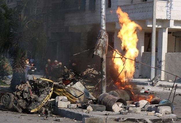 Halep'e 'varil bombalı' saldırı
