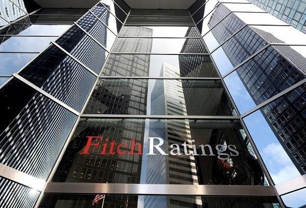 Fitch'ten Rusya'ya ruble uyarısı