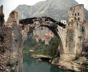 Mostar köprüsü 21 yıl önce Hırvatlar tarafından yıkılmıştı-VİDEO