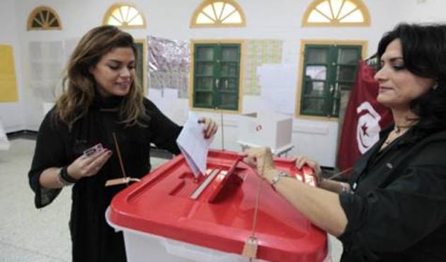 Tunus'ta Nida Partisi'nin adayı önde gidiyor
