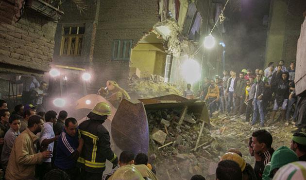 Kahire'de çöken binada 12 kişi öldü