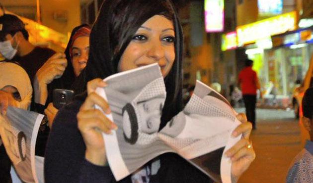 Bahreyn'de kralın resmini yırtan kadına üç yıl hapis
