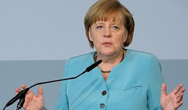 Merkel, Dağlık Karabağ için Rusya'yı suçladı