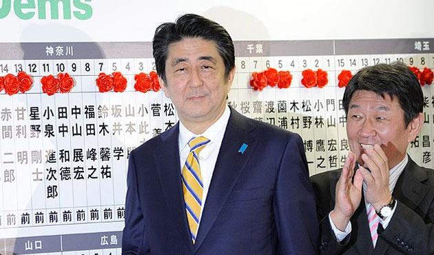 Japonya'da seçimleri başbakan Abe kazandı