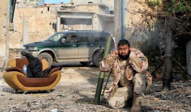 Muhalifler Halep'e yakın iki beldeyi ele geçirdi