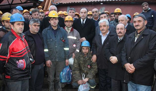 500 madencinin yer altındaki eylemi sürüyor | FOTO