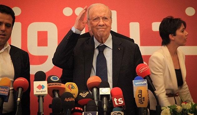 Tunus seçimlerinde yüzde 54,5'le Sibsi önde