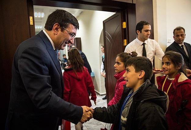 Bakan Yılmaz Hakkarili 50 çocuğu kabul etti