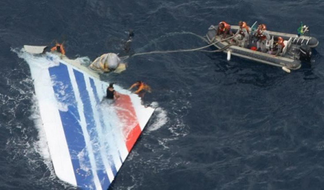 Düşen uçaktan yedi cesede ulaşıldı