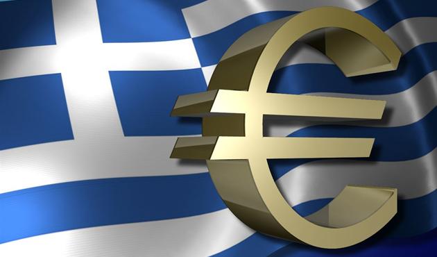 Yunanistan'da halk bankalardan paralarını çekiyor
