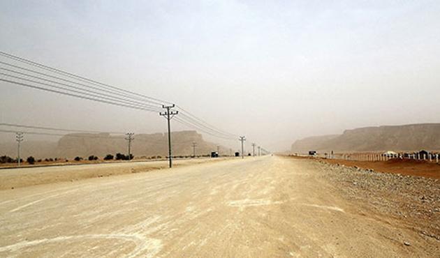 Suudi Arabistan sınırlarına duvar örüyor