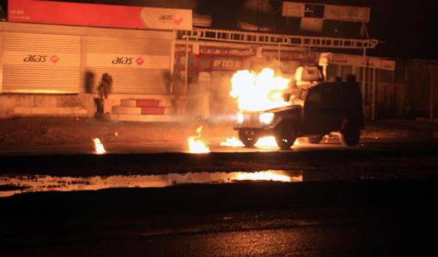 Silopi'de polis araçlarına molotoflu saldırı