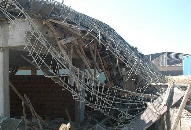 Filipinler'de bina çöktü: 10 ölü