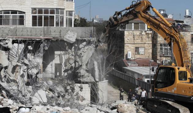 İsrail, çoğu çocuk 77 Filistinli'yi evsız bıraktı