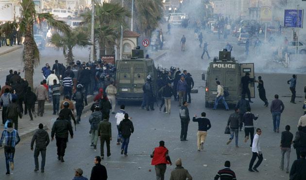 Mısır'da devrimin 4'üncü yılı gerginliği