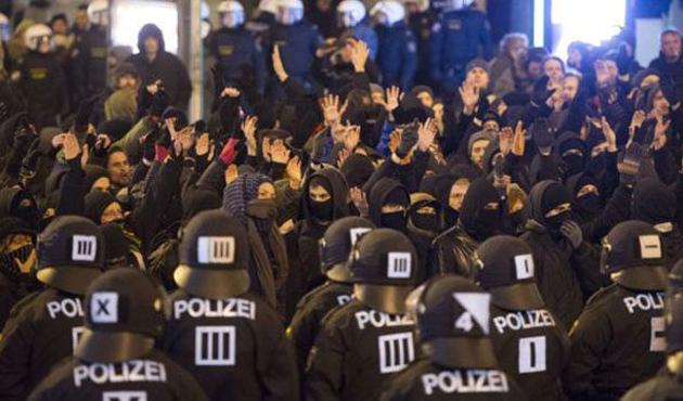 Müslüman gençlerden Pegida'ya karşı diyalog