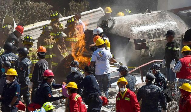 Bangladeş'te otobüse molotoflu saldırı: 9 ölü