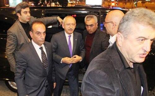 Kemal Kılıçdaroğlu minibüste kilitli kaldı
