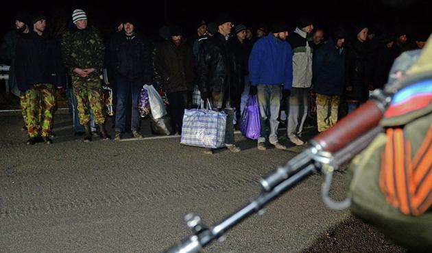 Kiev'le ayrılıkçılar arasındaki esir takası ertelendi