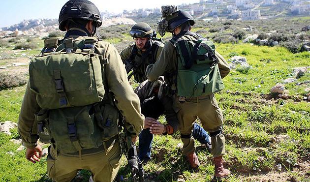 İsrail askerleri 5 Filistinliyi gözaltına aldı