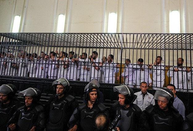 Mısır'da İhvan üyeleri yine askeri mahkemeye sevk edildi