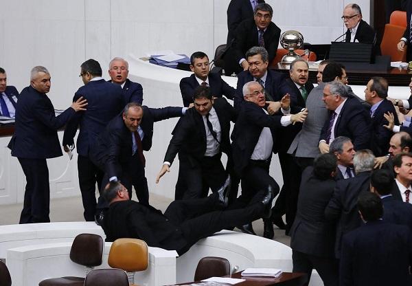 Meclis'te yine kavga çıktı / FOTO