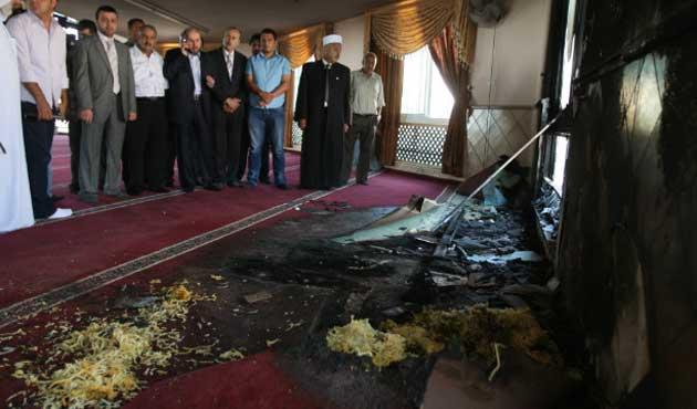 Yahudi yerleşimciler cami yaktı