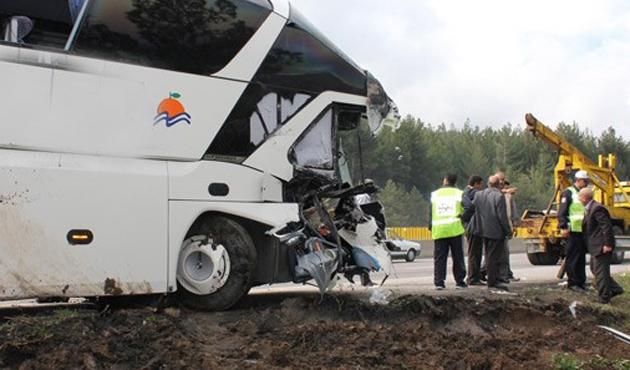 Bursa'da iki otobüs çarpıştı; iki ölü