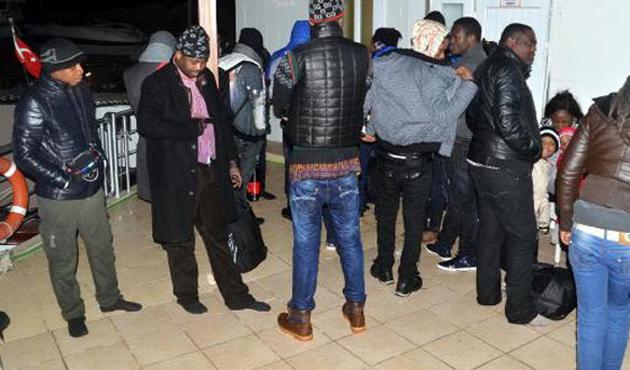 Kongolu kaçaklar batmaktan son anda kurtuldu