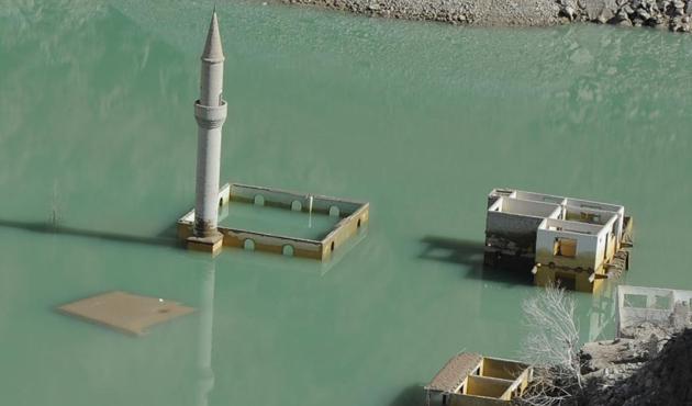 Baraj seviyesi düştü minare açığa çıktı