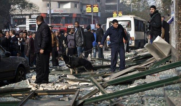 Kahire Üniversitesi önünde patlama