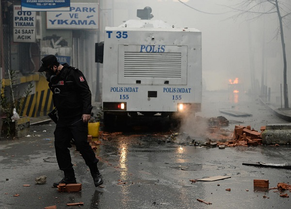 Okmeydanı'nda iki polisi kaçırma girişimi
