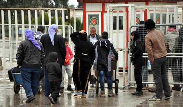 300 mülteci Suriye'ye döndü