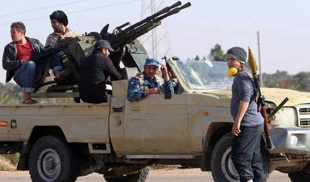 Libya'da şimdi de kabileler çatıştı