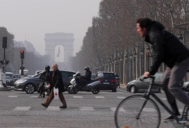 Hava kirliliği Paris'i alarma geçirdi
