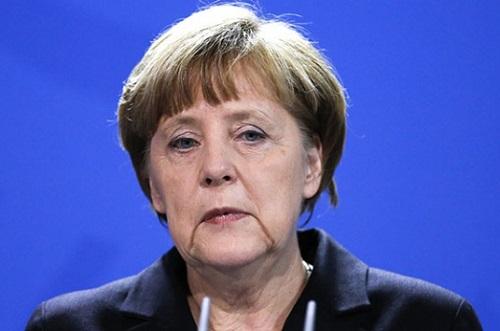 Her üç Almandan biri Merkel'e güvenini kaybetti