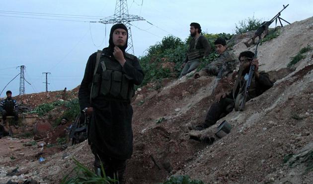 Suriyeli muhalifler Mestume'ye yükleniyor