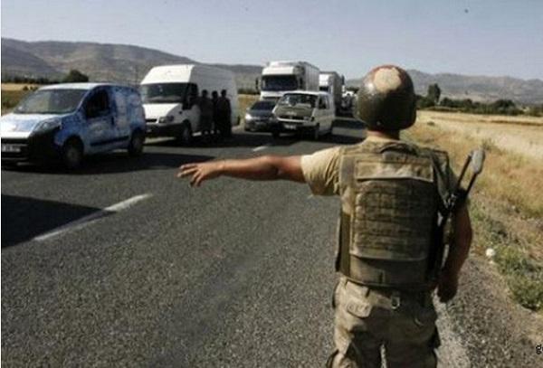 Resmi plakalı araçta 10 PKK'lı yakalandı