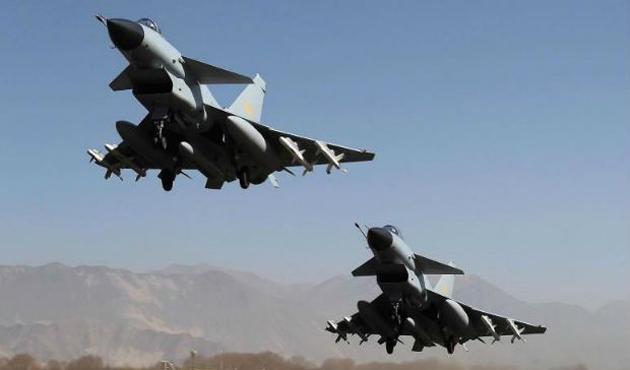 Yemen'de koalisyon silah depolarını vurdu