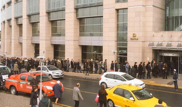 Hukukçular, adliyede avukatlara uygulanan tavra karşı çıktı