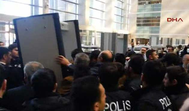 Çağlayan Adliyesi'nde yine avukat - polis gerginliği