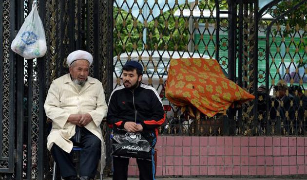 Tacikistan'dan Uygurları Çin'e iade sözü