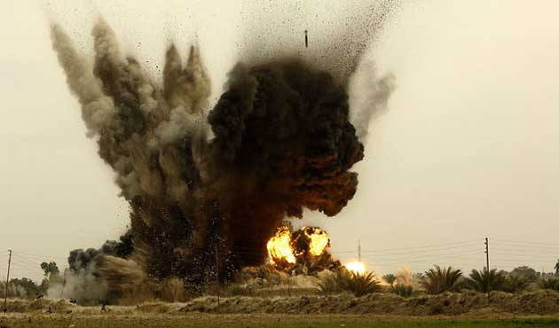 Kenya, Somali'de iki Şebab kampını bombaladı